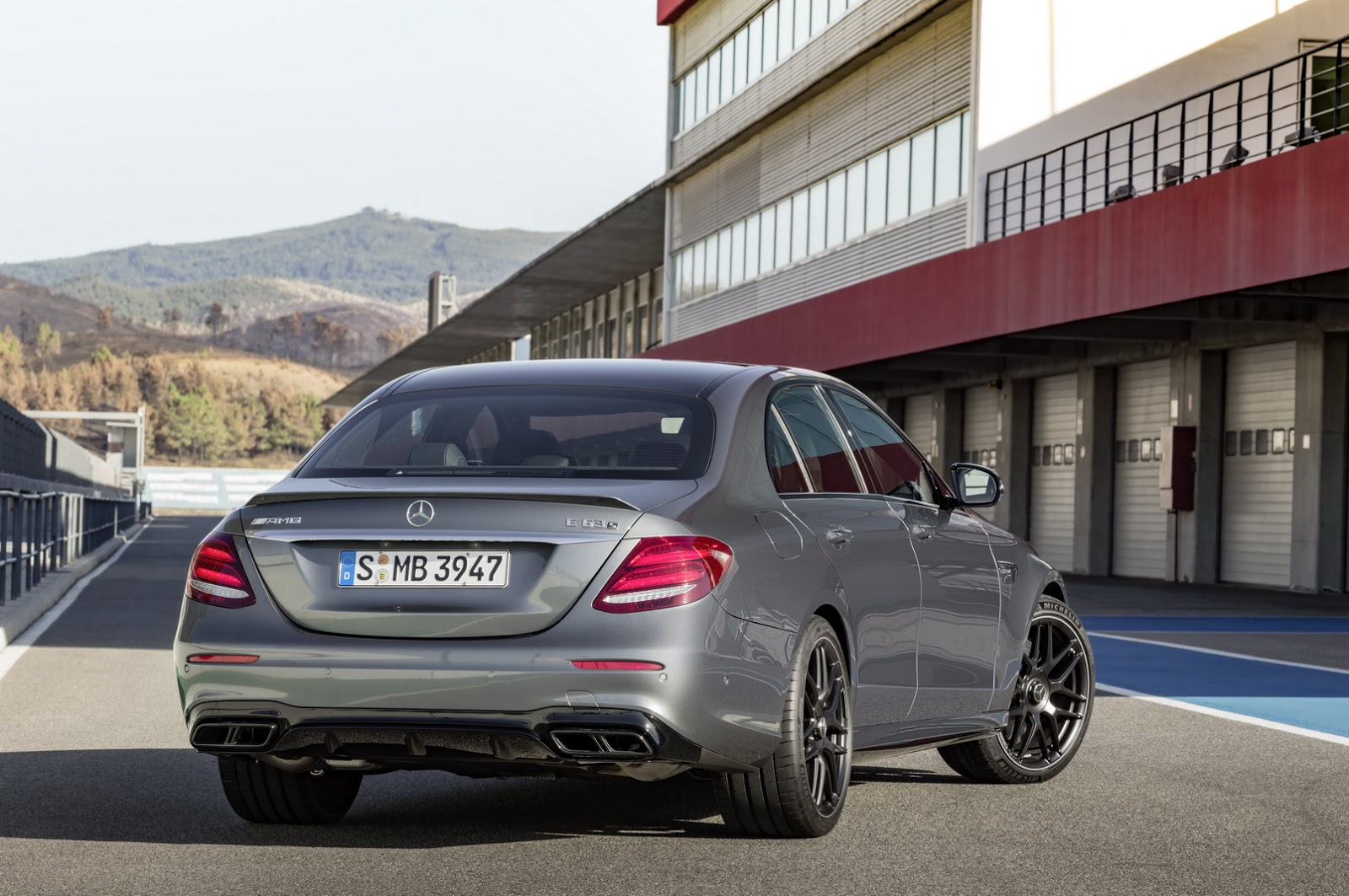 2018 mercedes amg e63 e63 s get up to 603hp hit 62mph. Black Bedroom Furniture Sets. Home Design Ideas