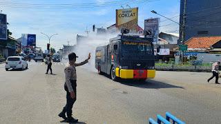 Penyemprotan Disinfektan Polresta Cirebon Dibagi Menjadi Tiga Zona