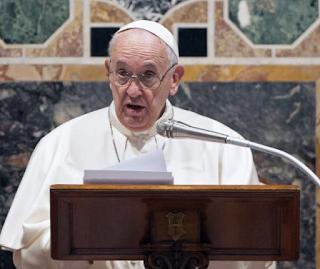 Bergoglio accuse les prêtres « adolescents » qui ont bravé le confinement Capture%2Bd%25E2%2580%2599e%25CC%2581cran%2B2020-06-26%2Ba%25CC%2580%2B13.28.38