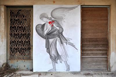 Γκράφιτι στους τοίχους της Αθήνας με θρησκευτικά θέματα (Να το πούμε «Αγιογκράφιτι;»)