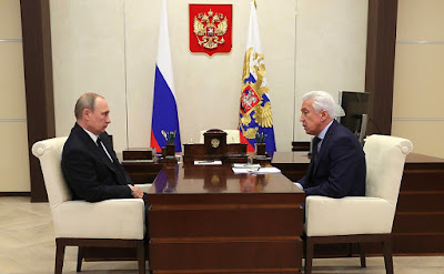 Vladimir Putin with United Russia faction leader Vladimir Vasilyev.