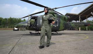 Kisah Anak Tukang Jagung Bakar Sukses Jadi Pilot Wanita Pertama di TNI AD