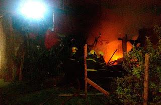Incêndio criminoso destrói parcialmente residência no bairro Santa Luzia