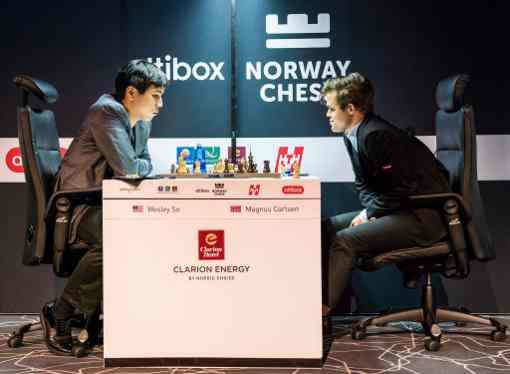 Contre toute attente l'Américain Wesley So défait le champion du monde d'échecs Magnus Carlsen sur une défense semi-slave en 44 coups - Photo © site officiel