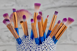 Cleaning Makeup Brushes: These Gadgets Will Help You
