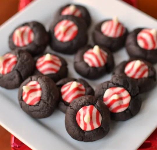 Peppermint Chocolate Thumbprint Cookies #desserts #christmas