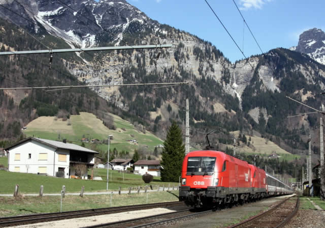 Arlberg Pass | Zurich | Innsbruck | Railjet train