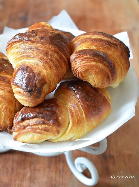 Croissants-sfogliati-al-miele-di-castagno