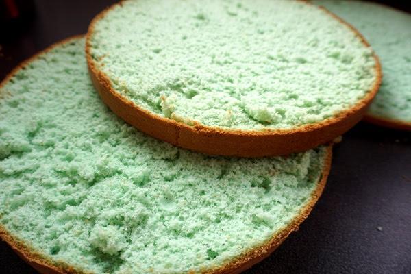 jak zrobić niebieski tort, niebieski biszkopt