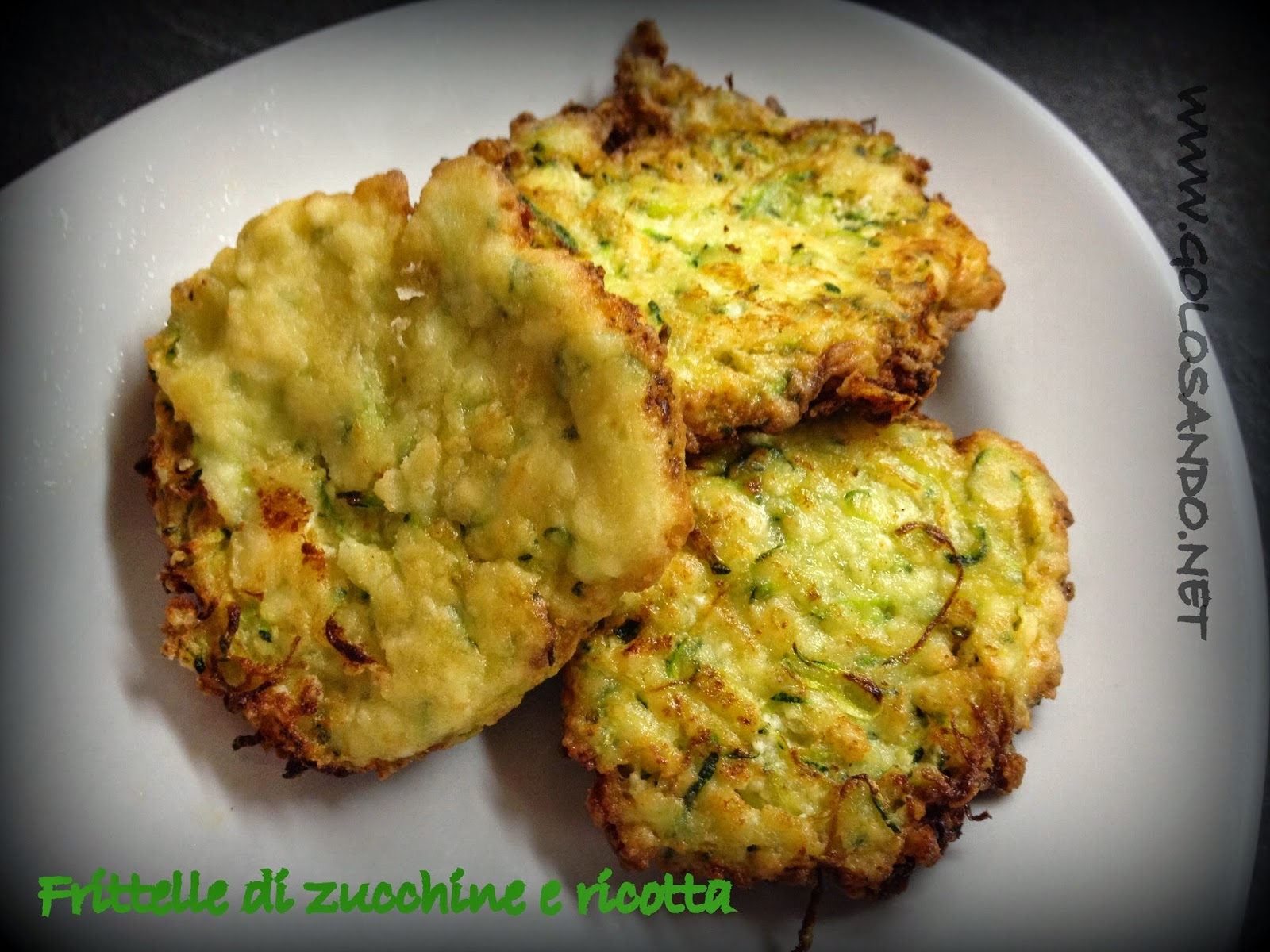 Super Golosandoserenamente!: Frittelle di zucchine e ricotta XE79