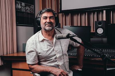 Zeca Camargo em estúdio - Divulgação
