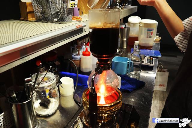 IMG 4567 - 熱血採訪│凱度高空咖啡館,隱藏在高樓大廈裡的夜景咖啡,百元有找,談生意、約會好地方