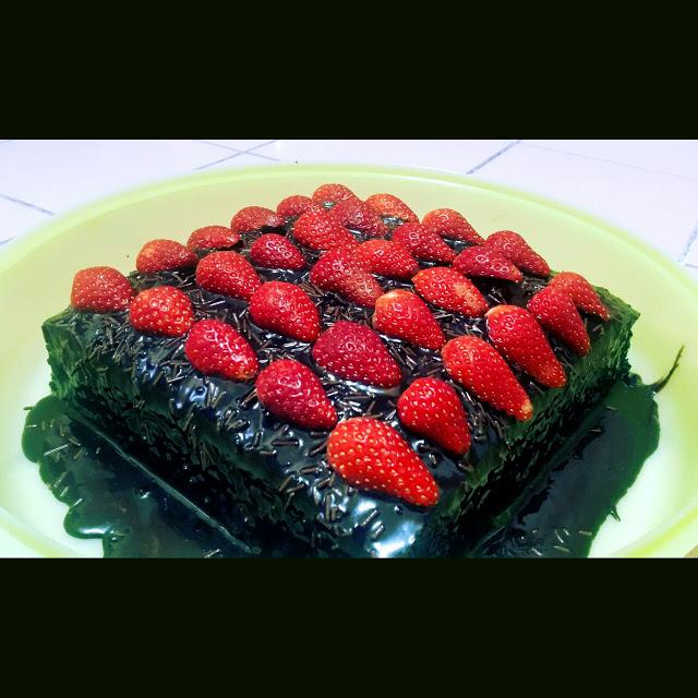 Kek Coklat Strawberry yang Gebu dan Sedap