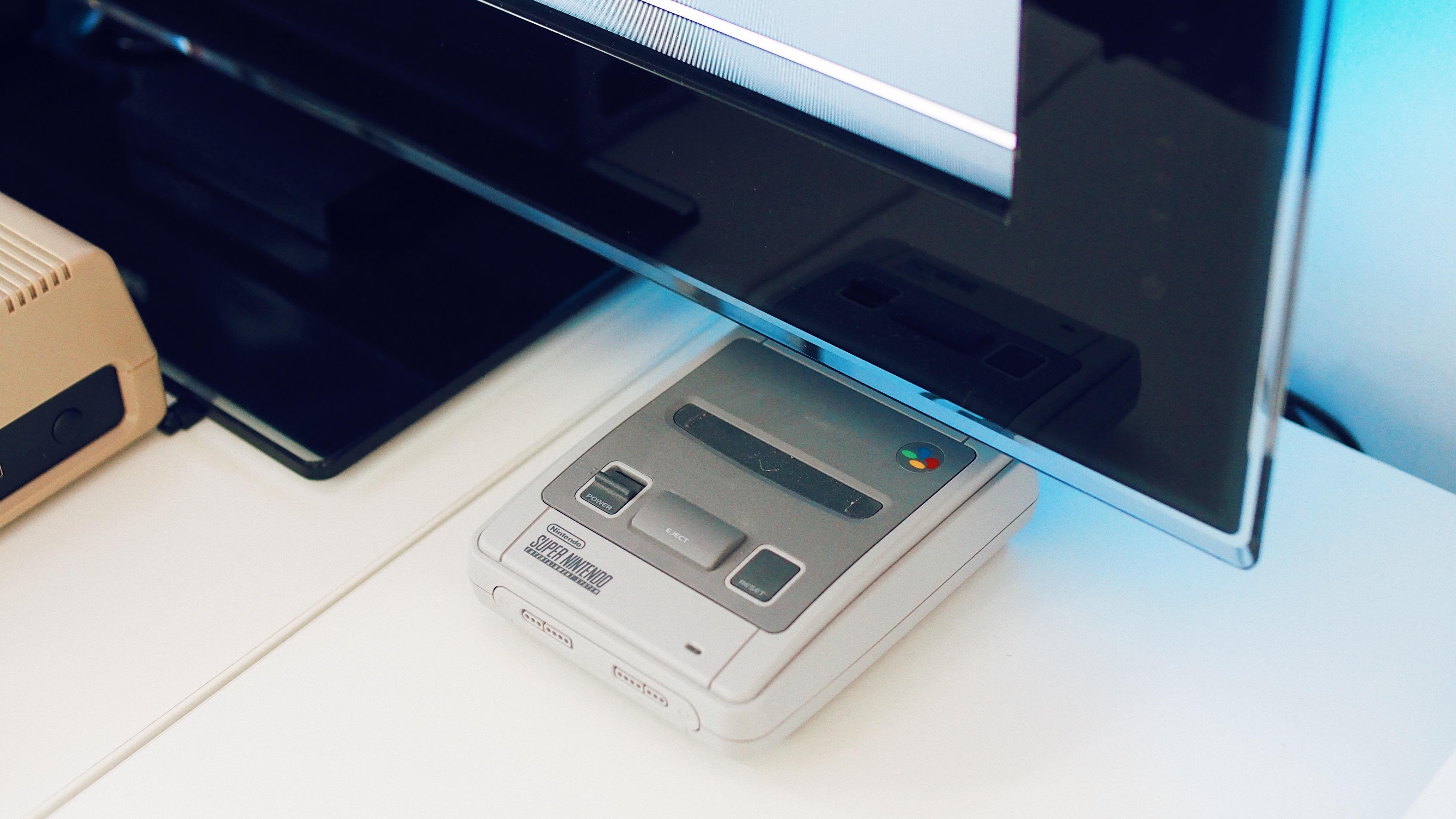 THE WONDER COMPUTER OF THE 1980s RETURNS! | Retro Konsolen und Retro Computer sind gefragt.