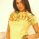 Andrea Rincon, Selena Spice Galeria 13: Hawaiana Camiseta Amarilla Foto 33