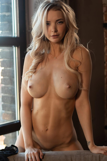 blonde model Piper nude big tits and big nipples