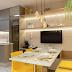Cozinha estreita neutra e amarela com mesa encostada na parede e banco! Antes e depois!