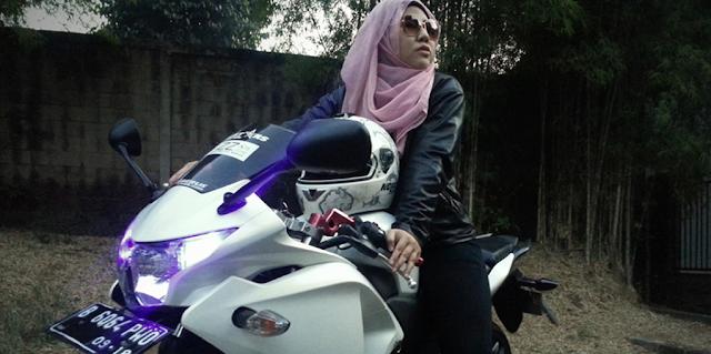 Tips Bagi Sahabat Muslimah yang Gemar Mengendarai Sepeda Motor