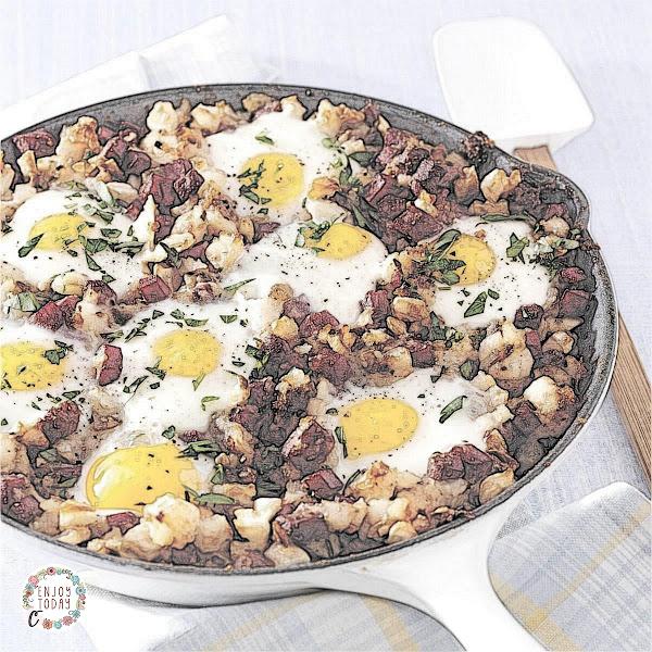 Corned Beef Hash and Eggs 🥚