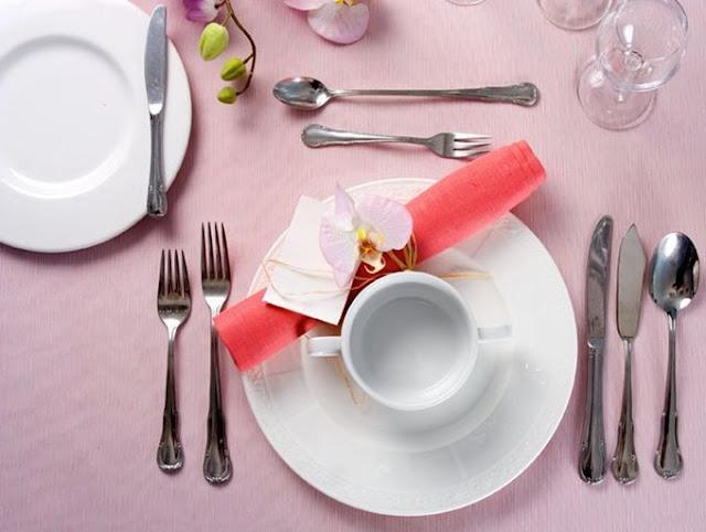 как красиво сложить салфетку, про столовые салфетки, когда появились столовые салфетки, салфетки на праздничный стол, салфетки из бумаги, салфетки из тканей, интересное про салфетки, какие бывают салфетки, столовые салфетки своими руками, какие бывают салфетки, когда появились салфетки, правила сервировки , Салфетки в сервировке стола: коллекция фото-идей, История столовых салфеток и правила их использования, салфетки, салфетки столовые, складывание салфеток, история салфеток, история предметов, интересное о салфетках, текстиль, праздничный стол, сервировка стола, праздничная сервировка, салфетки столовые, для дома, для праздника, кулинария, История столовых салфеток и правила их использования http://prazdnichnymir.ru/стола,