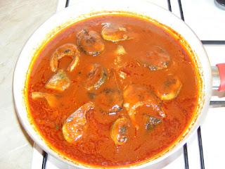 Peste in sos tomat la tigaie retete,