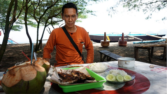 Kuliner Ikan Bakar di Pantai Jolosutro
