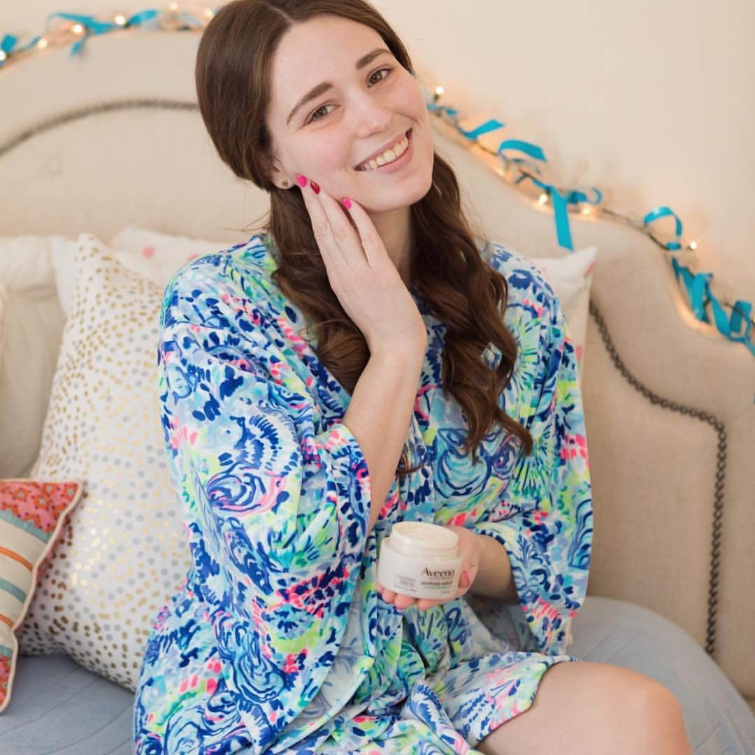 Lilly Pulitzer bathrobe // cute bedroom