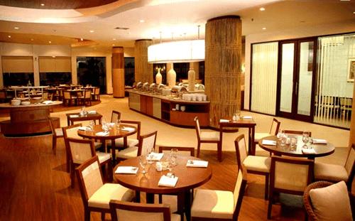 B'Leaf Cafe Banana Inn Hotel