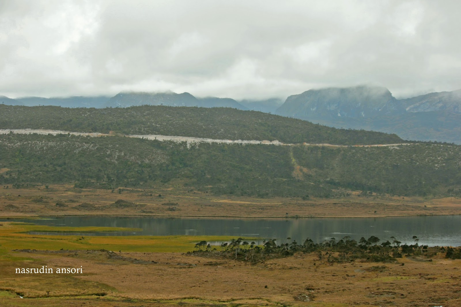 danau habema di taman nasional lorentz yang sunyi nasrudin ansori