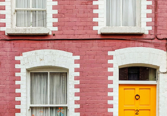 Hidden Gems Dublin: Yellow door with ornate brickwork in South Lotts