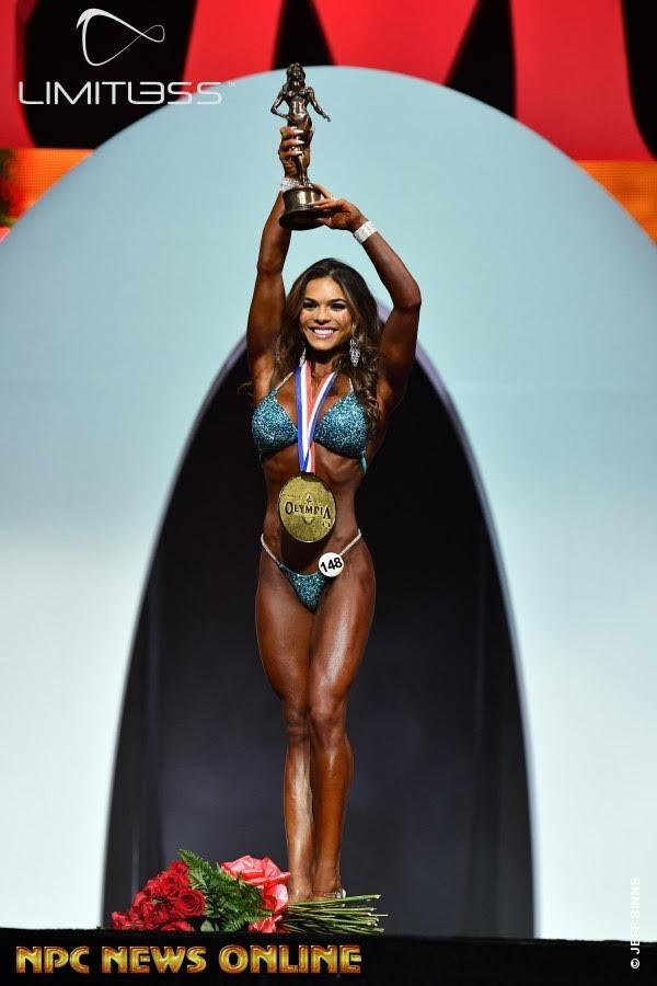 Elisa Pecini é campeã Bikini Olympia 2019