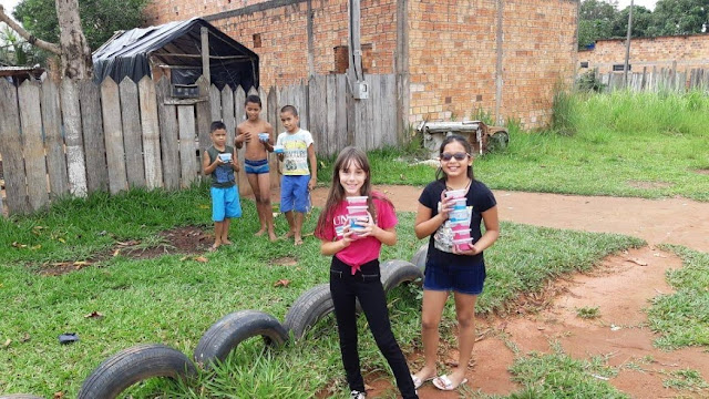 Bloguerinha de Guajará-Mirim confeccionada e doa slime para crianças carentes