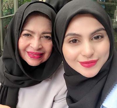 Asha Shara dan Ibunya