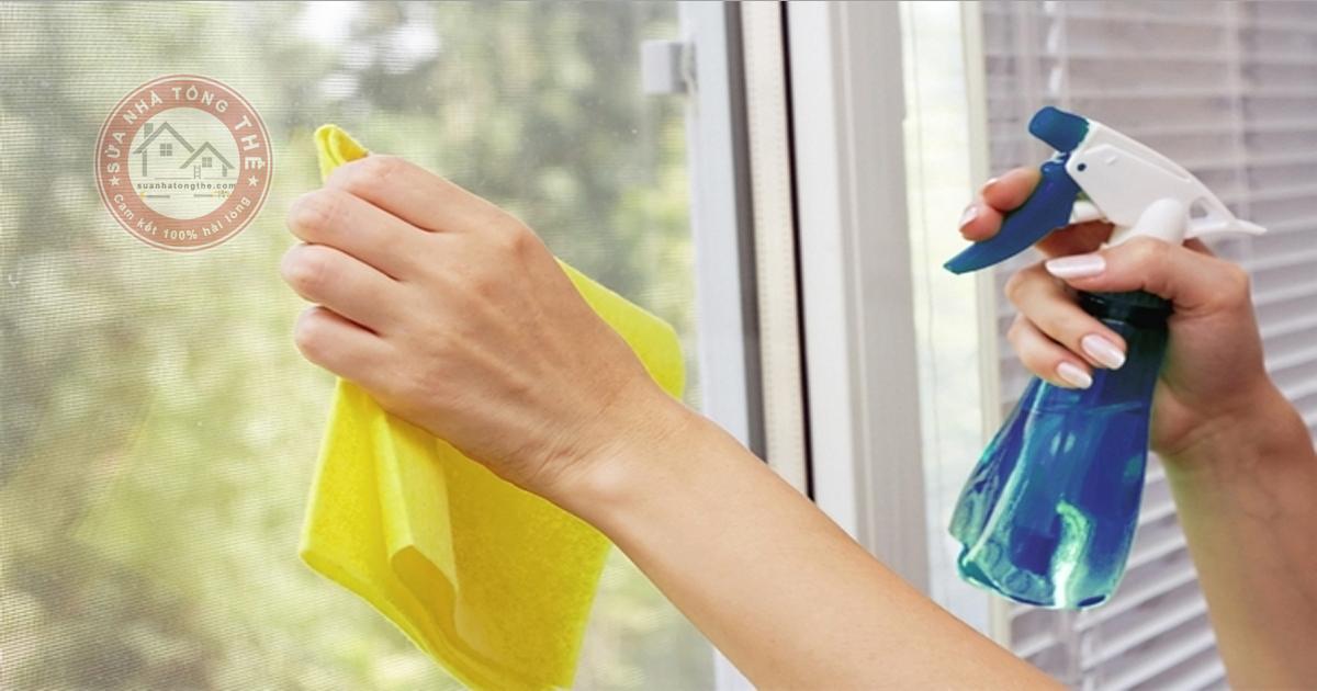 Hướng dẫn bạn vệ sinh cửa kính cường lực đúng cách