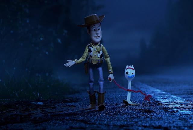 """Woody encontra um novo amigo no primeiro trailer completo de """"Toy Story 4"""""""