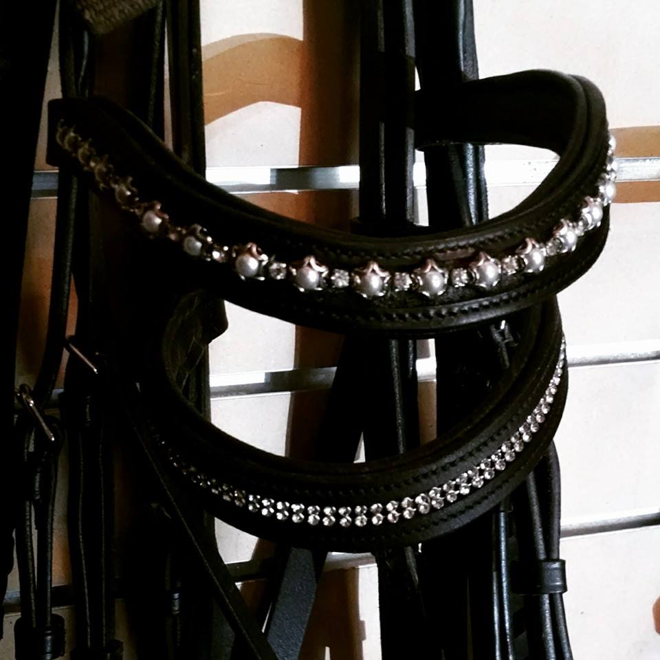 Confessions of a Dressage Barbie: Tack Review: Blingy Browbands!