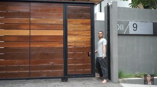 pagar rumah minimalis Raditya Dika