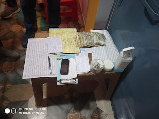 सटोरिया पुलिस गिरफ्त में, सट्टा पट्टी एवं 8 हजार 520 रूपये जप्त