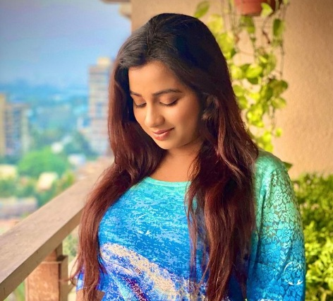 Singer Shreya Ghoshal Announces Pregnancy, Flaunts Baby Bump