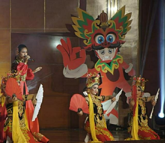 Si Arong maskot wisata Banyuwangi di peresmian kalender of event BFest 2020.