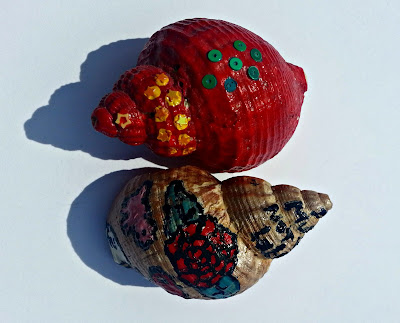 Conch shells deorated with nail varnish