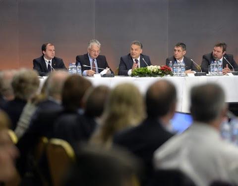 Aggodalomra ad okot egyes magyar pártok szomszédos államokban történő megnyilvánulása