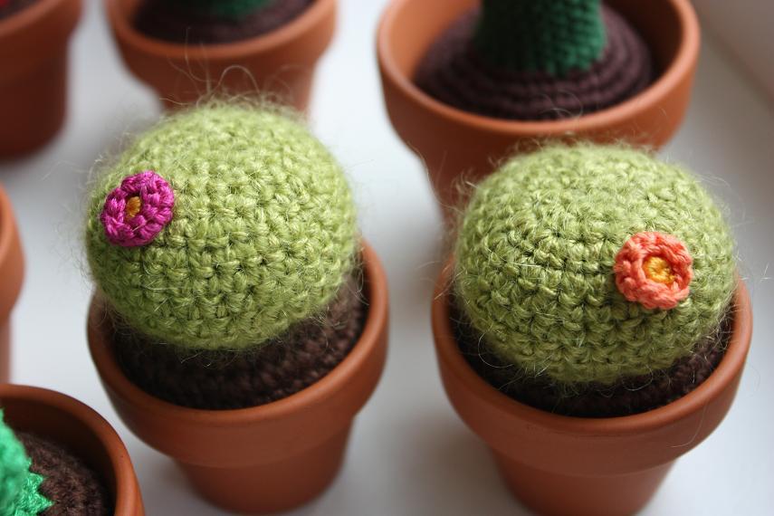 Amigurumi Mini Cactus Keychain Crochet Patterns - Crochet & Knitting   570x855