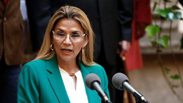 Presidenta de facto de Bolivia anuncia que fue diagnosticada con covid-19