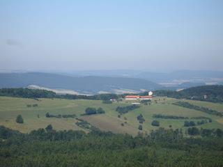 Ausblick auf die Ithwiesen mit Flugplatz.
