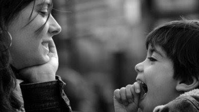 mae-que-cuida-do-filho-sozinha