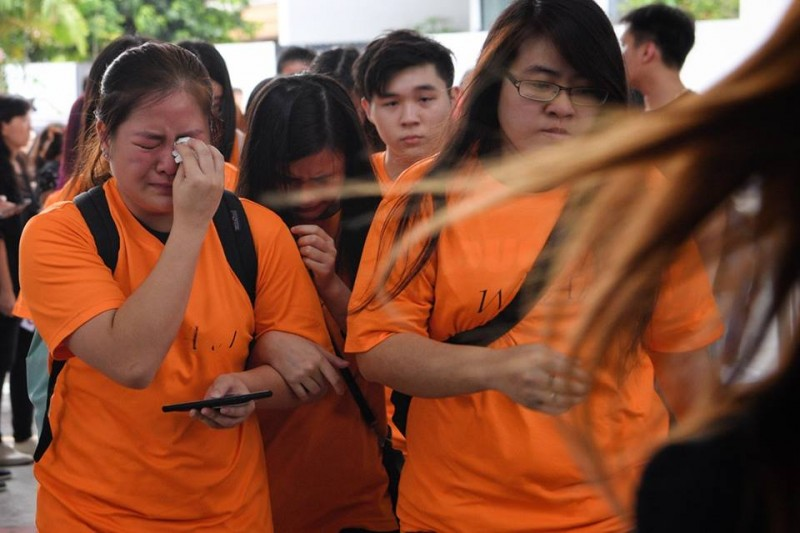 Members of the late Aloysius Pang's fan club, Pangsters, tear up at the wake.