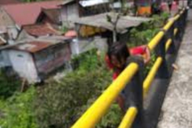 Perempuan Ini Nekad Lompat ke Jembatan Karena Frustasi Pacar yang Dicintainya Beristri