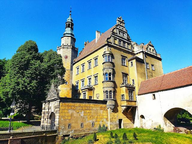 wygląd zamku w Oleśnicy, dolny Śląsk, perełki, zwiedzanie
