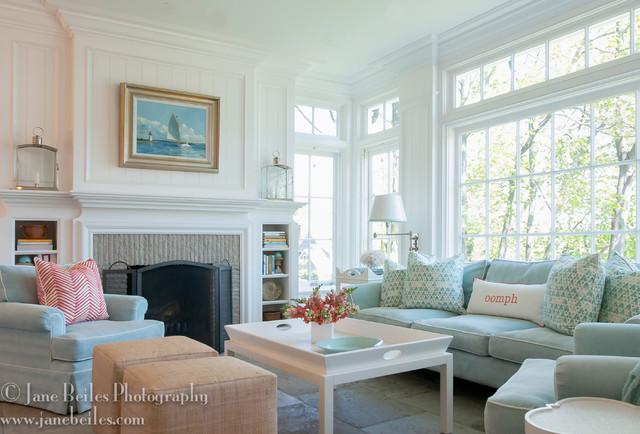 Ruang Keluarga Dengan Desain Putih Ala Vintage